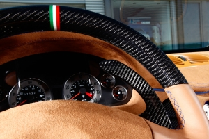 Internal parts, such as the steering wheel of the Maserati 4200 can be refined with carbon
