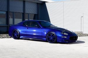 Zusätzliche Teile aus Sichtcarbon veredeln den Look des Maserati 4200