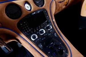 Konsolen im Innenraum des Maserati 4200 können ebenfalls mit Sichtcarbon veredelt werden