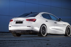 Conspicuous rear diffuser and rear Spoiler Lip made of carbon or fiberglass for the Maserati Ghibli