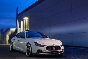 Frontschachteinsätze und Frontlippenansätze verleihen dem Maserati Ghibli ein noch sportlicheres Auftreten