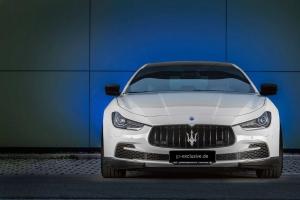 Edler Frontgrill in Sichtcarbon für den Maserati Ghibli