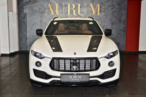 Carbon also optimizes the look of the Maserati Levante