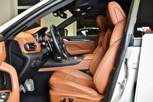 The vehicle interior offers great conditions for noble highlights
