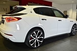 The alloy wheels for the Maserati Levante can be painted in the color of the car or the color of your choice