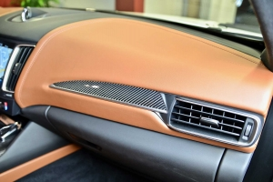 Interior tuning with carbon for the Maserati Levante