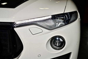 Fog light surround made of carbon
