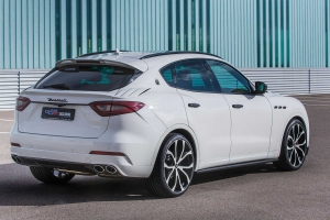 Taillights and reflectors tinted for the Maserati Levante