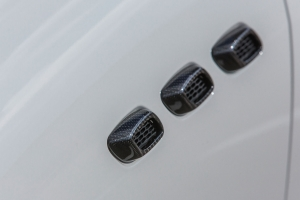 Air inlets made of carbon for the fender of the Maserati Levante