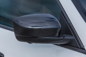 Mirror caps made of carbon for the Maserati Levante