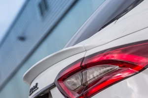 Darkened taillights and reflectors for the Maserati Levante